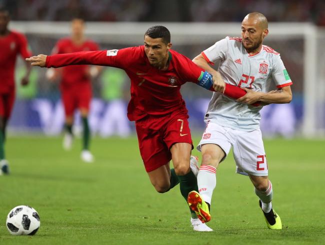 e4f03d4ba Po raz pierwszy w meczu wygrywają Hiszpanie 3:2. Prowadzenie po strzale z  rzutu karnego Ronaldo od 4 minuty 1:0 objęli ...