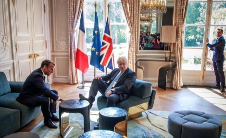 Emmanuel Macron i Boris Johnson / autor: PAP/EPA/CHRISTOPHE PETIT TESSON / POOL