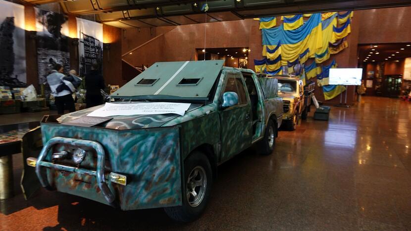 Samodzielnie wykonany przez antyrosyjskich bojowników wóz pancerny