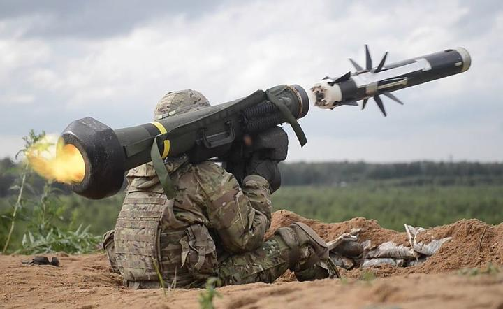 Wyrzutnia Javelin / autor: Wikpedia, Creative Commons, Photo by Sgt. 1st Class Ben Houtkooper  34th Red Bull Infantry Division