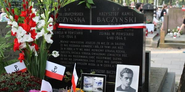 4 Sierpnia 1944 R Poległ Krzysztof Kamil Baczyński Wersja