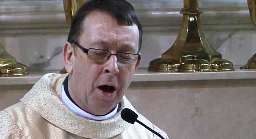 Ksiądz Ray Kelly śpiewa Hallelujah Na Udzielanym ślubie Posłuchaj