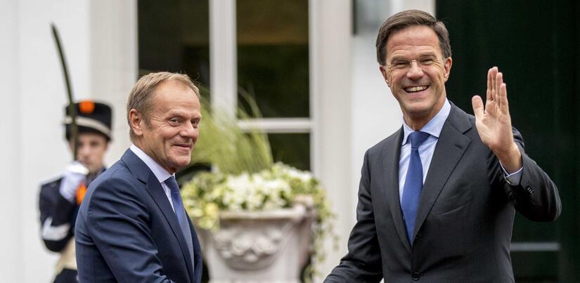 Szef RE Donald Tusk i premier Holandii Mark Rutte (swoją drogą jeden z głównych krytyków Polski w UE)  / autor: PAP/EPA