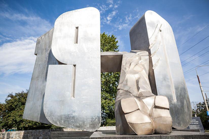 Znalezione obrazy dla zapytania pomnik  70 w gdyni