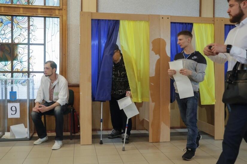 04a90a399a780c Przedterminowe wybory parlamentarne na Ukrainie. Faworytem jest partia  Sługa Narodu prezydenta Zełenskiego