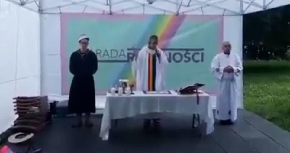 Traditionally, the participants of the Warsaw Equality Parade could not refrain from scoffing at the Catholic Church...